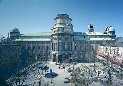 Im Archiv des Deutschen Museums lagern 4,5 Regakilomter lTechnikgeschichte, Foto: Deutsches Museum